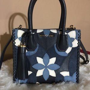 a7fcfe3587 Michael Kors Bags - ✂️Michael Kors Mercer Floral Patchwork Crossbody